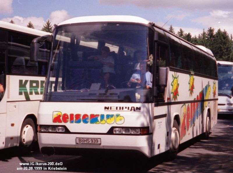 B-HS 939